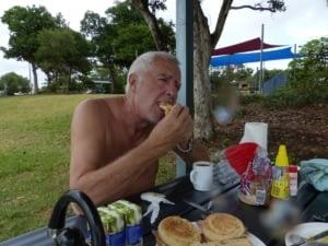 Petit déj sur la plage de Mission Beach