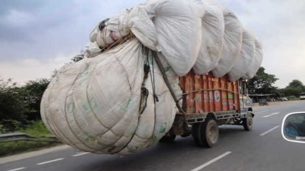 Camion sur la route Chittorgarh