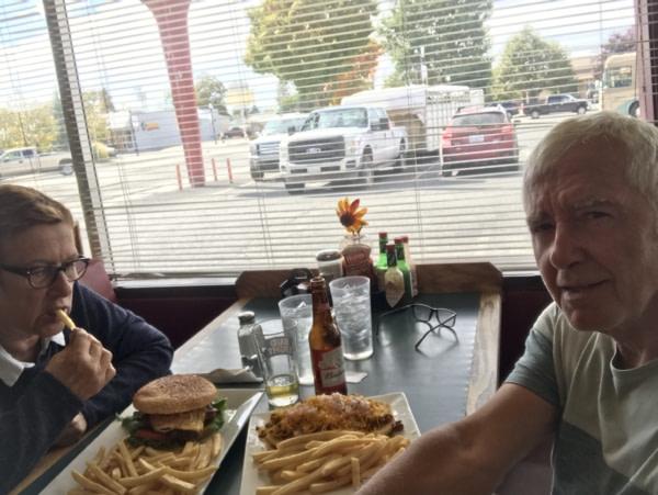 Premier et dernier hamburger du voyage....