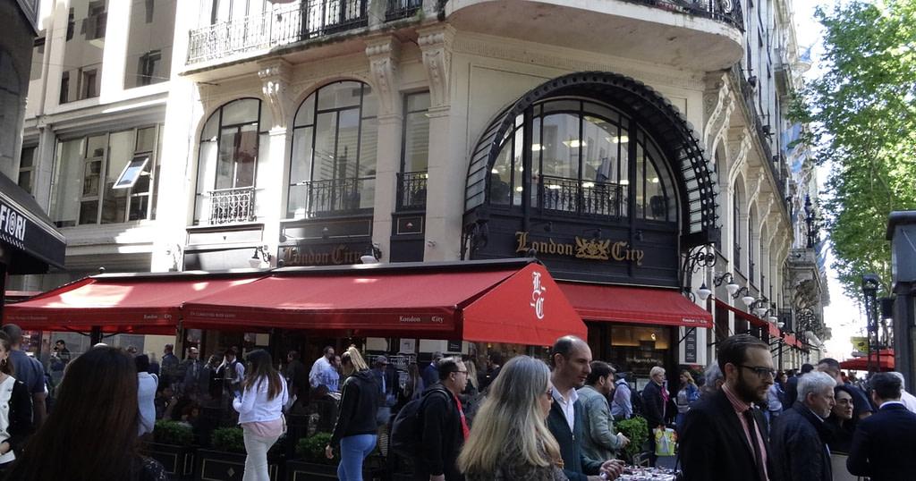 Rue animée de Buenos Aires
